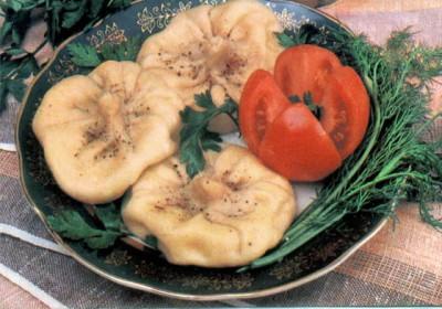 Хинкали — традиционное блюдо грузинской кухни.