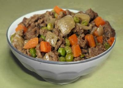 Говядина с морковью и горошком